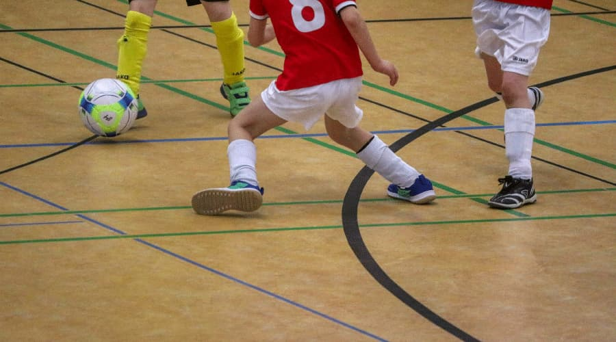 How to Play Indoor Soccer